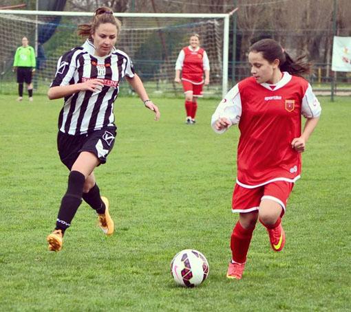 opera sostiene il calcio femminile